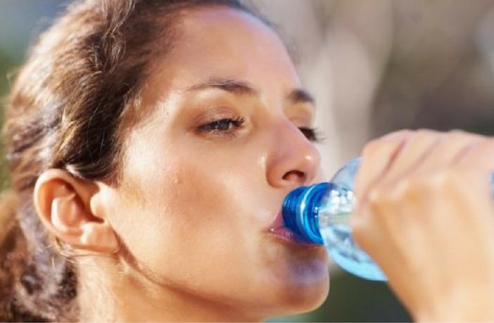 गर्भावस्था के दौरान पानी कब और कितना पीना चाहिए (How Much Water Should Drink In Pregnancy)