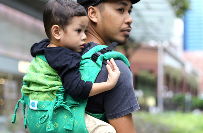Your Guide to Babywearing Carriers