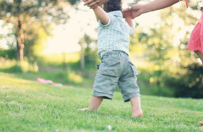 अपने बच्चो को चलना कैसे सिखाये?