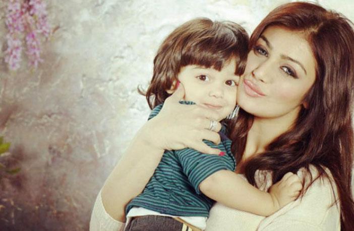 देखिये आयशा टाकिया की अपने बेटे के साथ क्यूट फोटोज जो सोशल मीडिया पर छाई हुई हैं