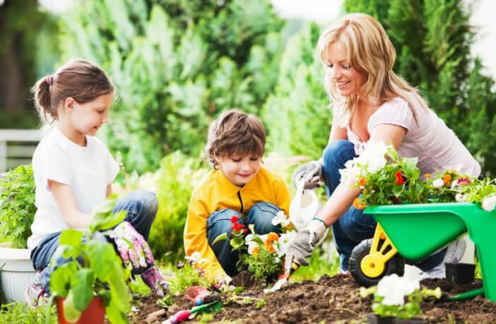 बच्चे को प्रकृति से जोड़ने के 5 अनूठे तरीके व उसका महत्त्व