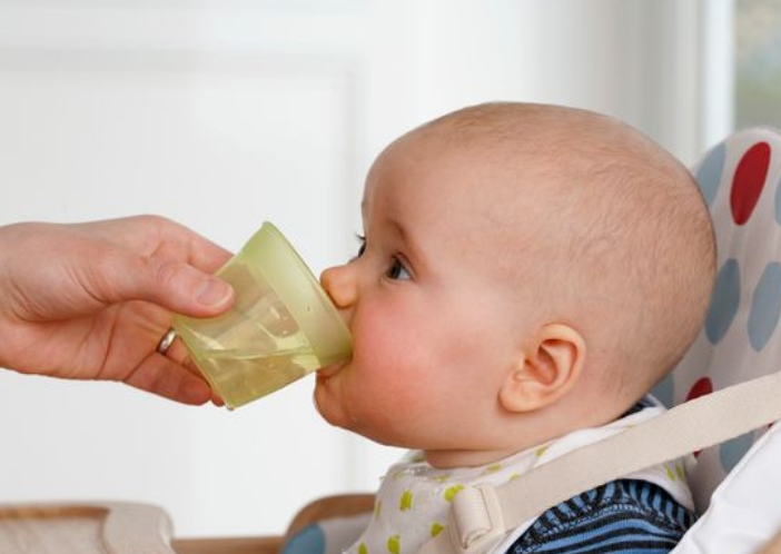 is safe to drinking water before 6 months