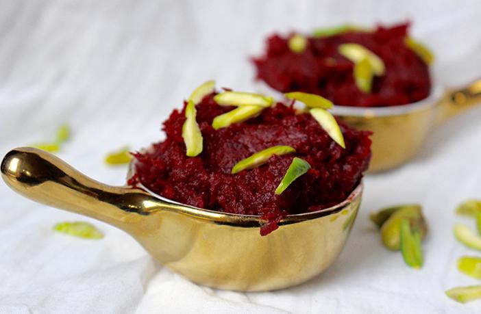 चुकंदर व खजूर का हलवा (Beetroot and Khajoor Halwa Recipe)