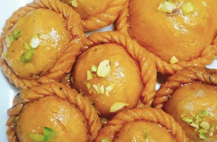 चंद्रकला उत्तर भारत की होली मिठाई (Chandrakala: Holi Recipe in Hindi)