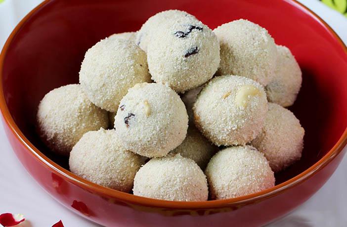 coconut-rava-laddu